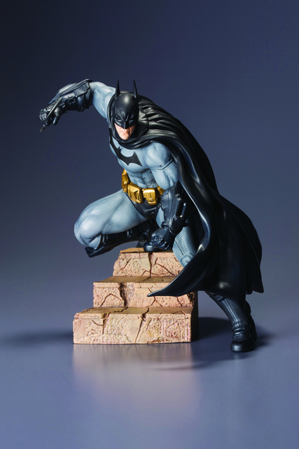 BATMAN ARKHAM CITY BATMAN ARTFX+ STATUE