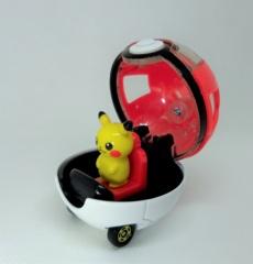 Pikachu & Monster Ball Car