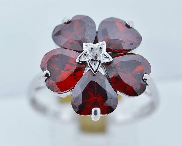 Flower Style Garnet Ring, w/Round Diamond Set in 14k White Gold