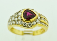 Pear-cut Ruby and Diamond Ring in 18k Yellow Gold