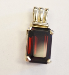 Garnet Soliatire Pendant in 14k White Gold