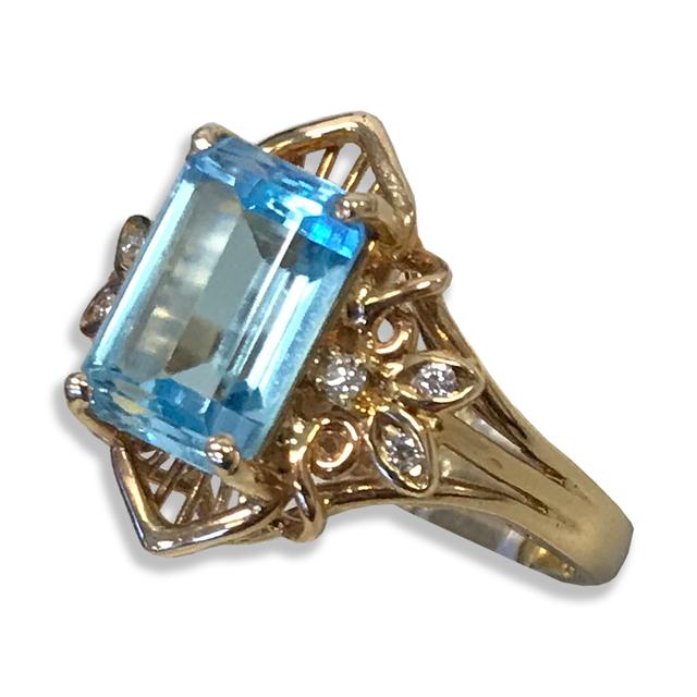 Elegant Blue Topaz Ring, w/Round Brilliant-cut Diamonds Set in 14k Yellow Gold
