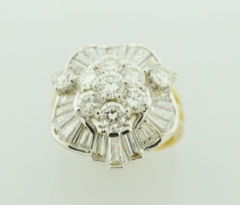 Stunning Diamond Ring, Set in 18k Yellow Gold