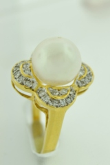Pearl and Diamond Ring, in 18k Yellow Gold