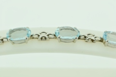 Oval Aquamarine Bracelet, in 18k White Gold