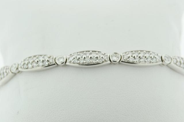 Round Brilliant-cut Diamond Bracelet, Set in 18k White Gold