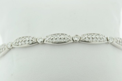 Round Brilliant-cut Diamond Bracelet, Set in 18k White Gold