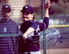 Danny Farquhar Mariners Signed 8x10 Photo J