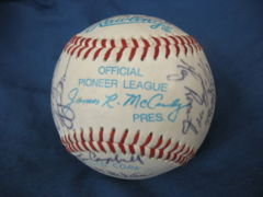 1995 IDAHO FALLS TEAM BALL 29 Autographs Inc. BEN DAVIS BB 0049