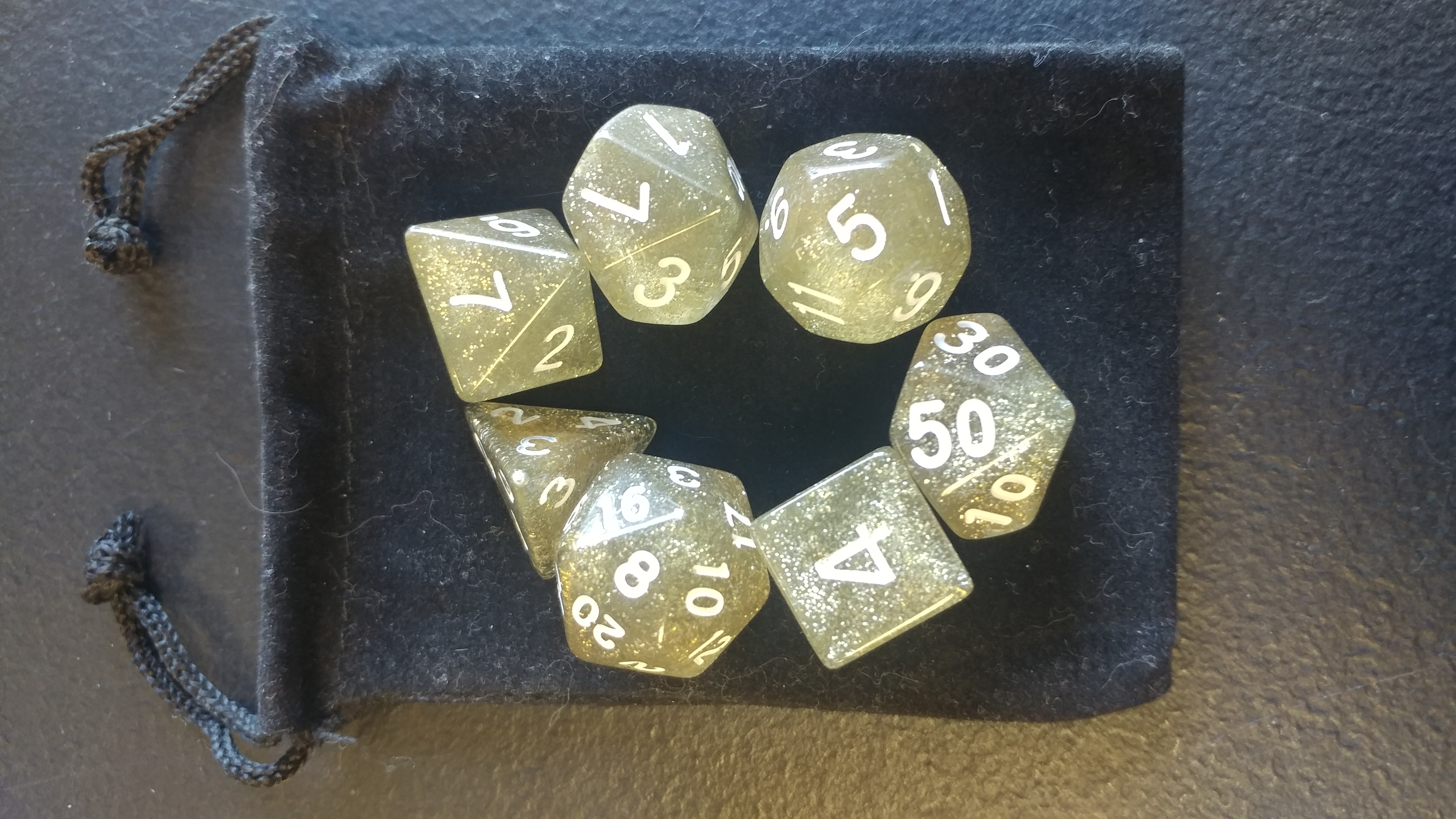 Gold/White 7 die set with bag