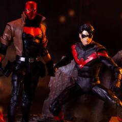 DC Multiverse Nightwing vs. Red hood